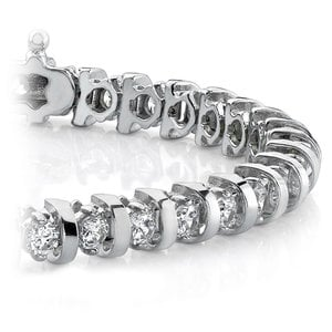 Bar Diamond Bracelet in White Gold (2 ctw)