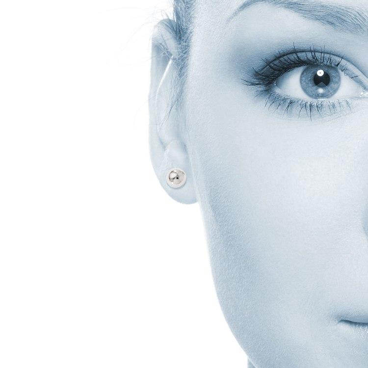Ball Stud Earrings in White Gold (6 mm) | 04