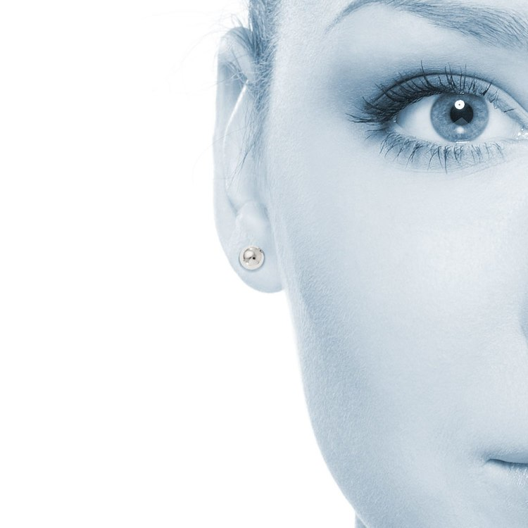 Ball Stud Earrings in White Gold (8 mm)   04