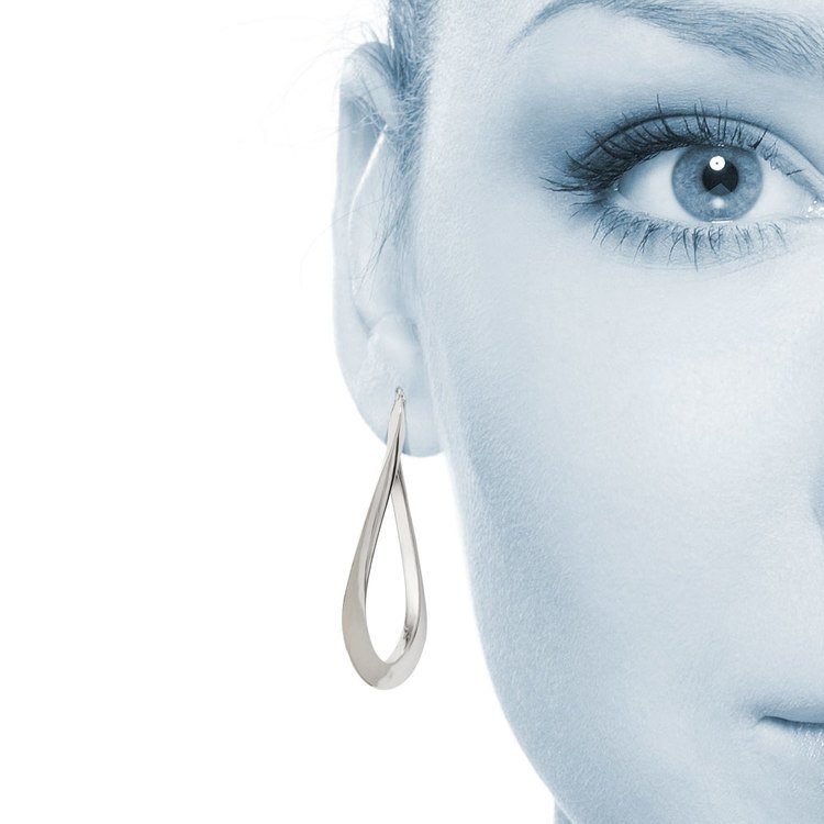 Twisted Oval Hoop Earrings in White Gold | 04