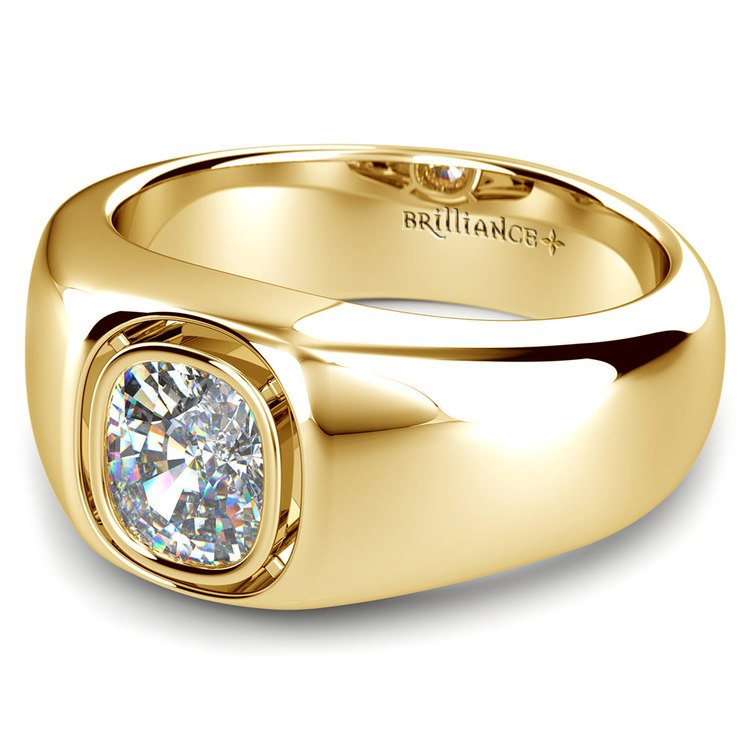 Atlas Cushion Solitaire Mangagement™ Ring in Yellow Gold (1 1/2 ctw) | 04