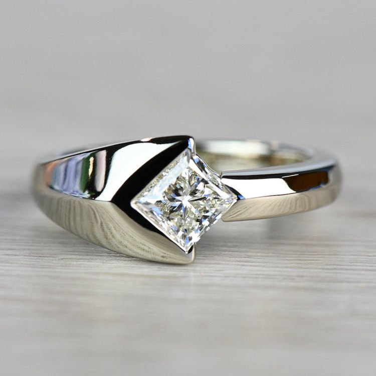 Trident Solitaire Mangagement™ Ring (1 ctw) | 06