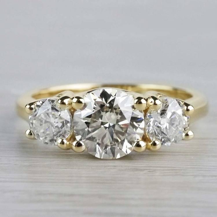 Glittering Three Stone Round Diamond Ring In Yellow Gold