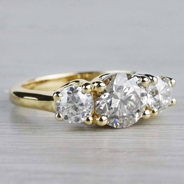 Glittering Three Stone Round Diamond Ring In Yellow Gold angle 2