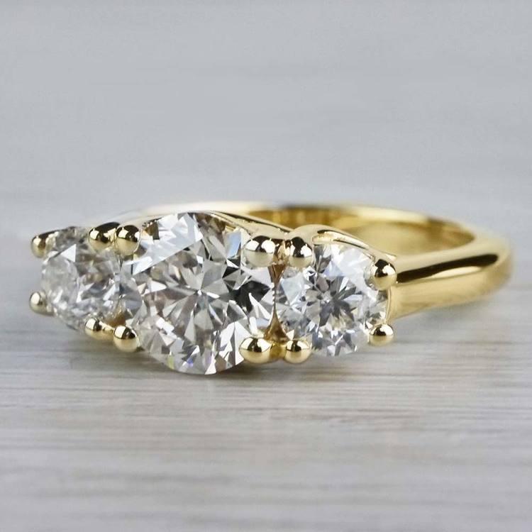 Glittering Three Stone Round Diamond Ring In Yellow Gold angle 3
