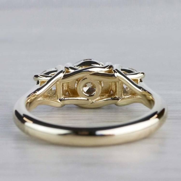 Glittering Three Stone Round Diamond Ring In Yellow Gold angle 4
