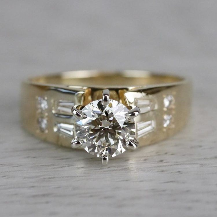 Lavish Round Cut Diamond Vintage Gold Engagement Ring