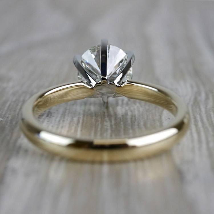 Luxurious Round Cut Diamond Solitaire Engagement Ring angle 4