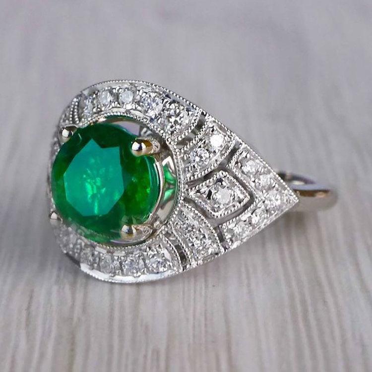 Stunning Vintage Art Deco Round Emerald Ring  angle 2