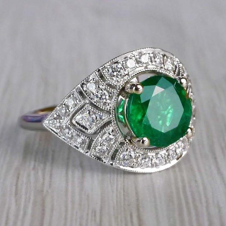 Stunning Vintage Art Deco Round Emerald Ring  angle 3