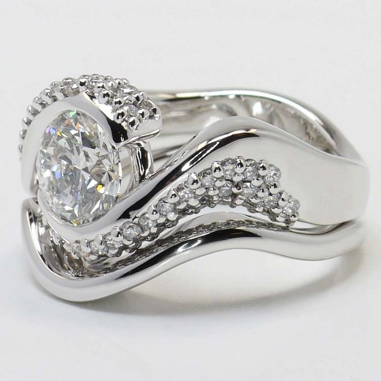 Custom Spiral Round Diamond Engagement Ring with Matching Band angle 3