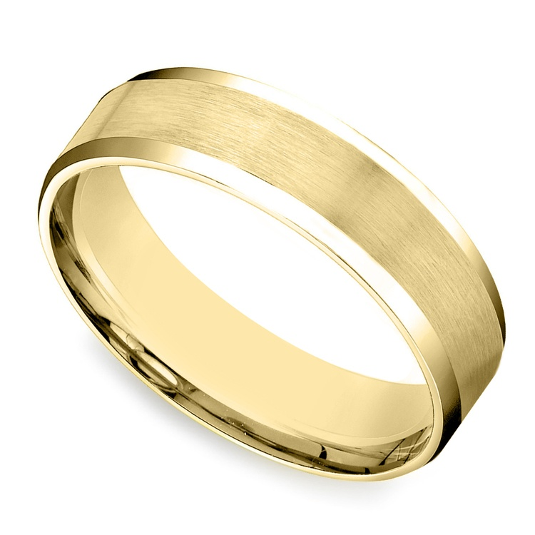 Carved Beveled Men's Wedding Ring in Yellow Gold | 01