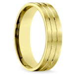 Carved Satin Men's Wedding Ring in Yellow Gold | Thumbnail 02