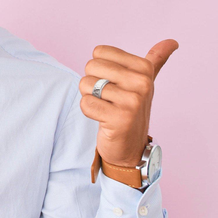 Hammered Rope Edging Men's Wedding Ring in Platinum | 04