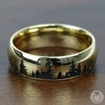 Laser Carved Forest Pattern Men's Wedding Ring in Yellow Gold | Thumbnail 03