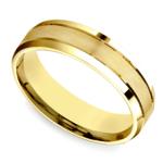 Satin Beveled Men's Wedding Ring in Yellow Gold | Thumbnail 01