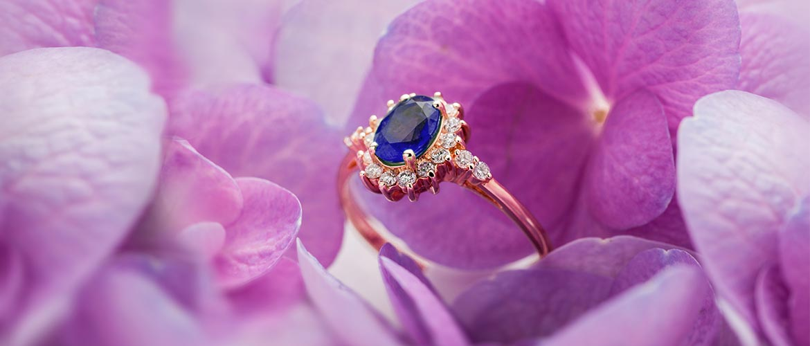 oval sapphire engagement ring in rose gold