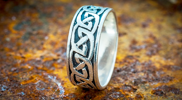 Best Ways to Wear Irish Wedding Rings