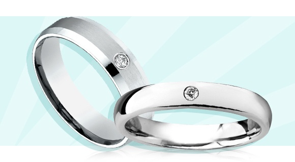 Matching Wedding Bands that Feature a Single Diamond
