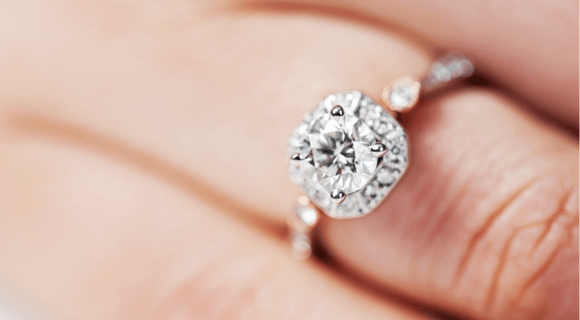 How does fluorescence affect the value of the diamond?