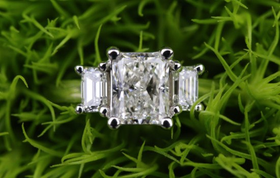 #5 Three-Stone Diamond Ring | Brilliance.com