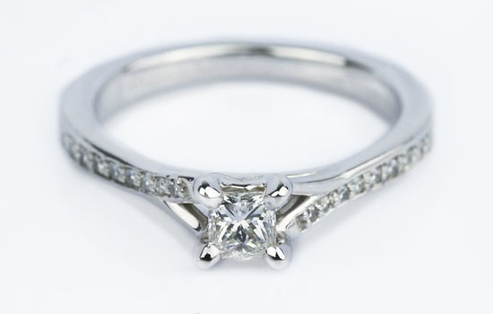 Pave Diamond Setting | Brilliance.com