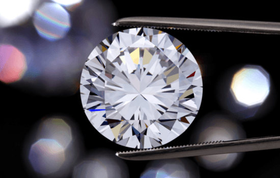 What effect does fluorescence have in colorless diamonds? | Brilliance.com