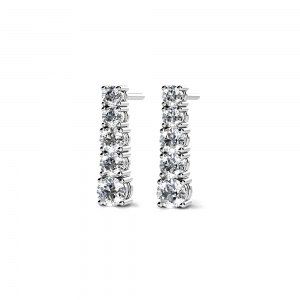 Graduated Diamond Dangle Earrings in White Gold (1/2 ctw)