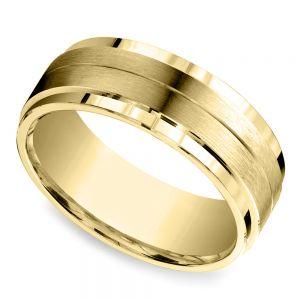 Beveled Satin Men's Wedding Ring in Yellow Gold