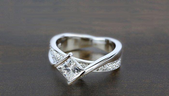 TOP DIAMOND RINGS